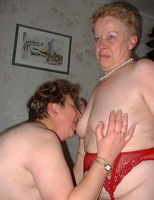Pretty mature lesbian pics