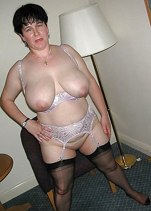 Amateur pics of old sexy moms in lingerie