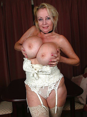 Marvelous Kelly mature lingerie pic
