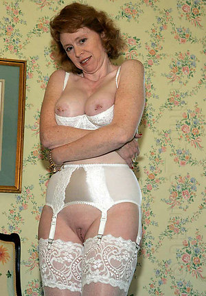 Busty mature mom sexy lingerie pics