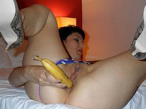 Naughty Roxanne mature milf masturbating