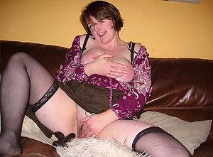 Pretty mature wife masturbation pictures