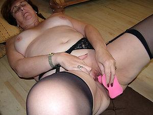 Sweet sexy milf masturbating pics