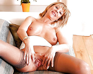 Best xxx amateur milf masturbating pgoto