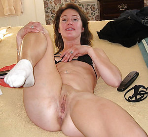 Naked mature busty milf stripped