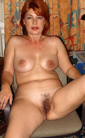 Beautiful Nicole mature mom nude