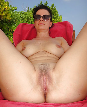 Gorgeous free mature mom porn photo