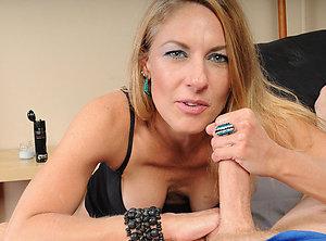 Nice Betsy horny mature mom photo