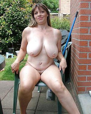 Crazy mature mom naked posing nude