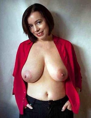Pretty mature sexy moms posing nude