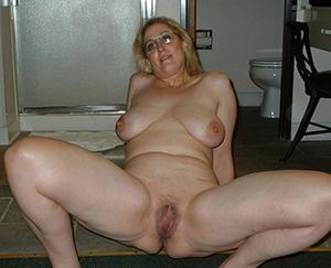 Gorgeous Jiggy mature mom galleries