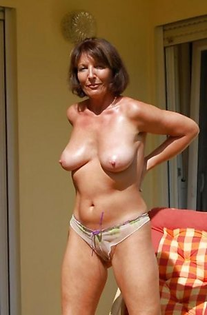 Sexy amateur older wifes huge nipples