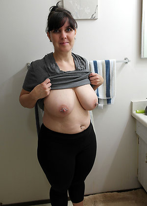 Busty Noel milf with long nipples photos
