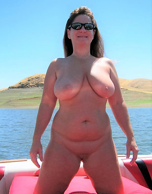 Nude mature outdoor pussy gallery