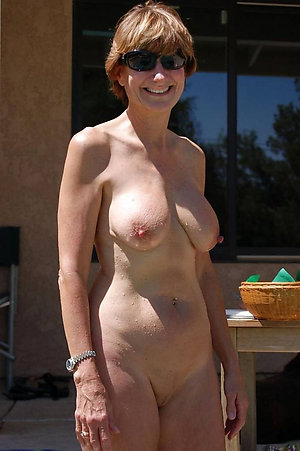 Free amateur mature outdoor pussy