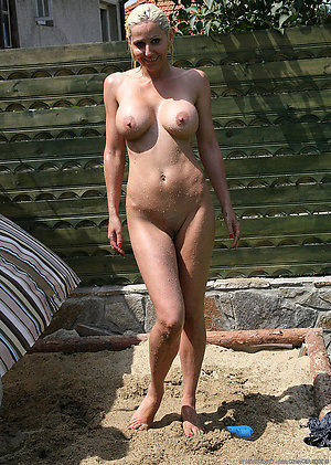 Nude mature outdoor amateur pictures