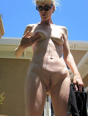 Classy Marie naked mature woman pic