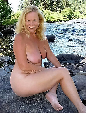 Amazing natural naked mature women
