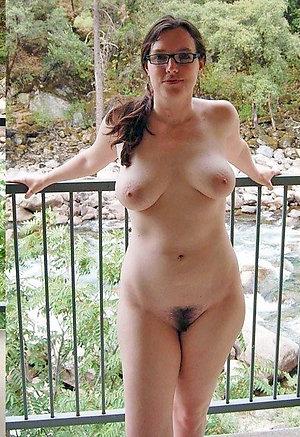 Horny Claudia mature natural pussy