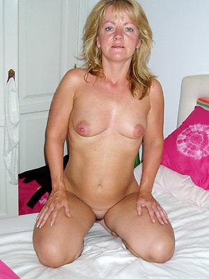 Naked Jessica sexy busty woman pics