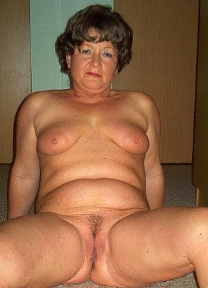 Amazing mature naked women hot pics