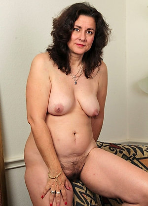 Pretty Mellanie beautiful naked mature