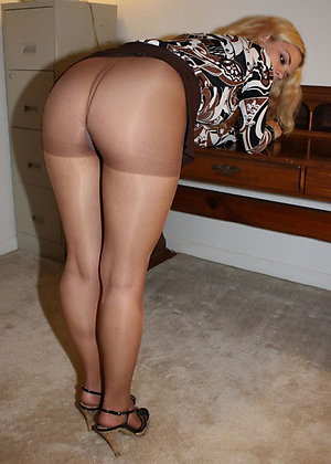 Amateur pics of mature pantyhose feet