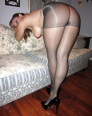 Free mature pantyhose feet pictures