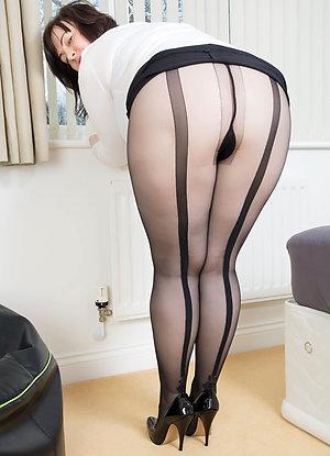 Amazing mature women pantyhose pics