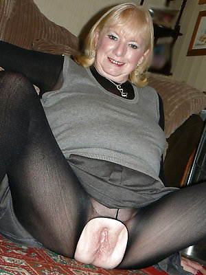 Real pantyhosed matures porn