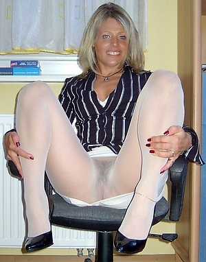 Best pics of older ladies in pantyhose