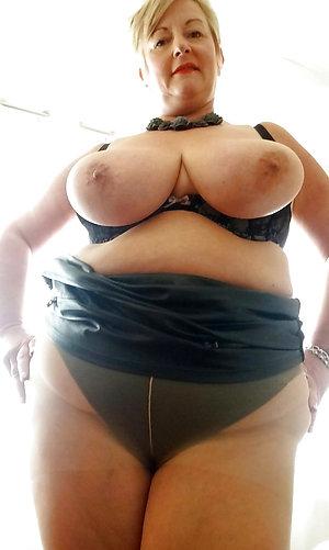 Sweeties mature pantyhose upskirt