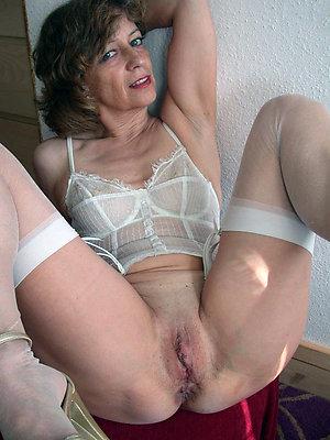 Amateur mature mom pussy pics