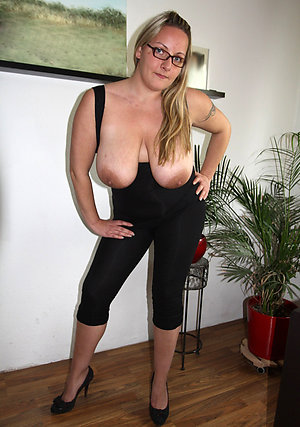 Crazy saggy mature tits amateur pic