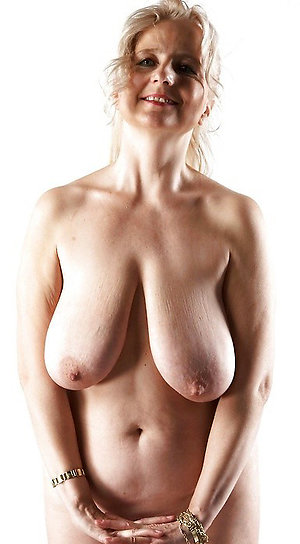 Free saggy tits mature porn photos