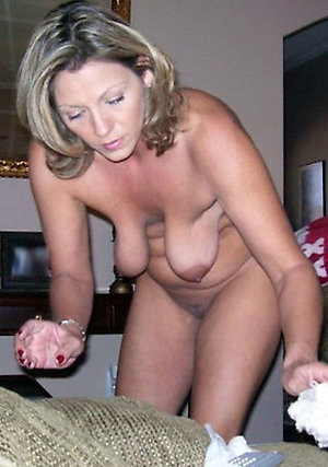 Busty mature saggy tits amateur pics