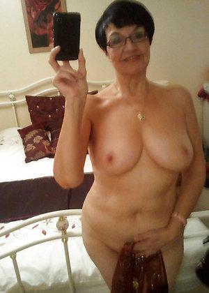 Pretty mature girl sexy selfie