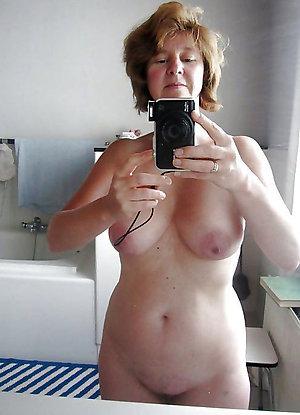 Homemade mature busty babes selfshot