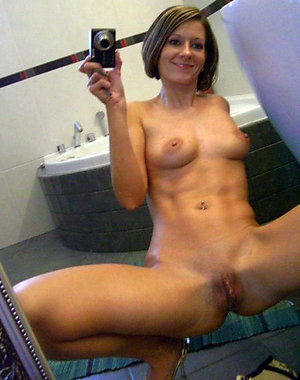 Busty mature babe sexy selfies pictures