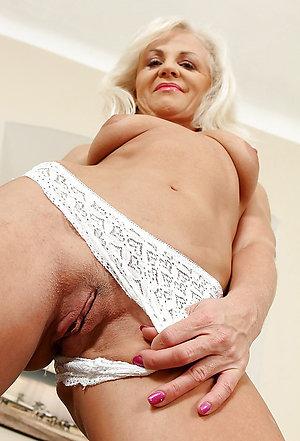 Amateur pics of sexy older women panties