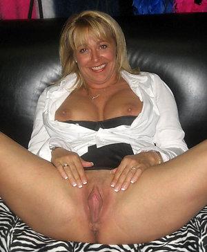 Pretty mature bold pussies pics
