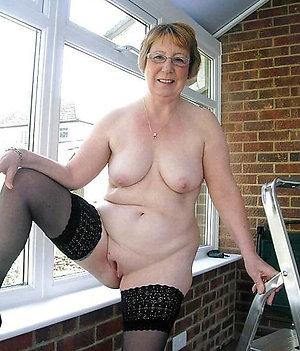 Wet bold pussy amateur sex pics