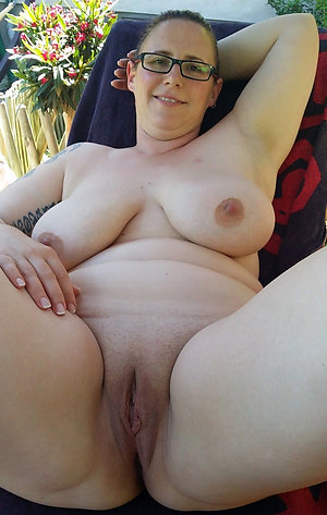 Sweet shaved mature pussy pics
