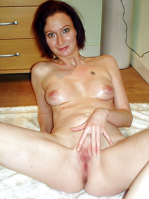 Wet shaved mature pussy free xxx pics