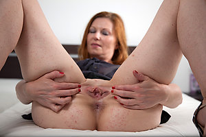 Amazing mature shaved pussy porn
