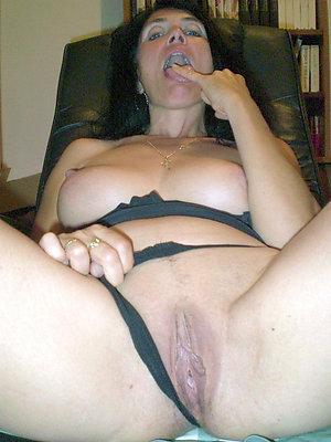 Pretty amateur shaved vagina pics