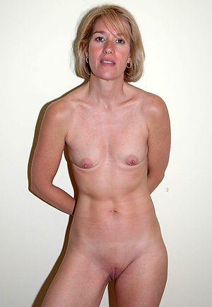 Free nude women with small tits