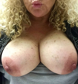 Gorgeous mature mom tits stripped