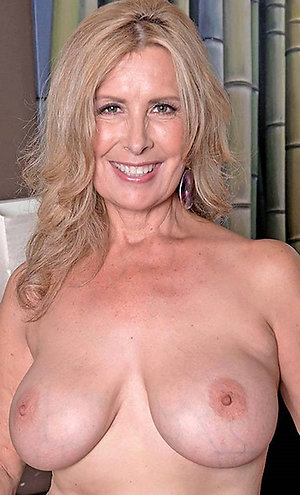 Nice older wife shows her tits photos