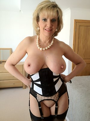 Naughty hot mature mom tits photos
